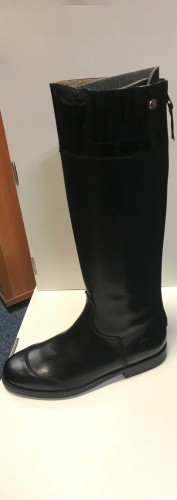 Premium boots in black with patent top